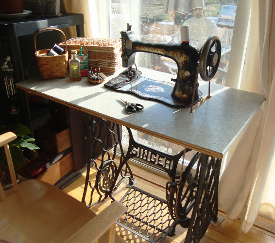 1889 Singer Treadle Sewing Machine, Model 27-2