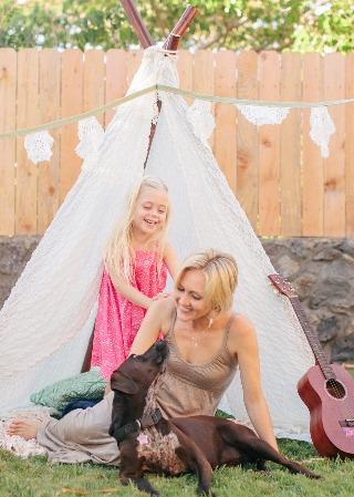 Ivy & Co playing with Hawaii made teepee in backyard